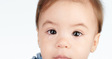 Young boy with a blocked tear duct (nasolacrimal duct obstruction) visits a Nemours eye specialist for expert care.
